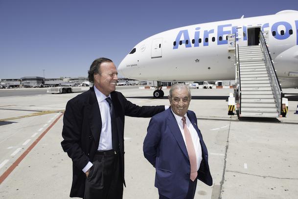 Juan José Hidalgo, presidente de Globalia, y Julio Iglesias