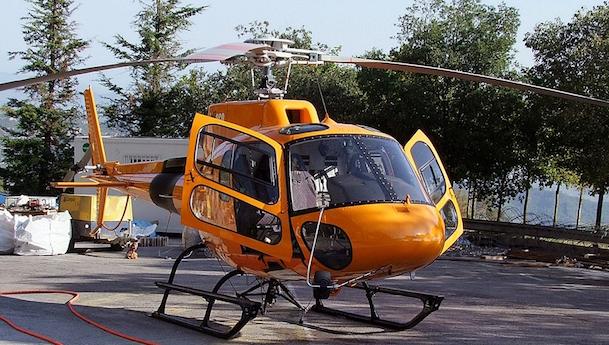 Helicóptero de Helitrans Pyrenees / Adolfo Malet