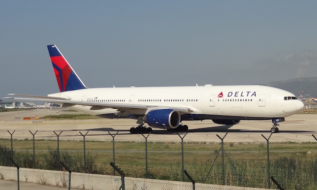Boeing 777-232/ER de Delta Air Lines, en el Aeropuerto de Barcelona