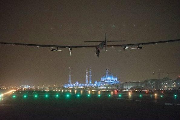 Llegada del Solar Impulse 2 a Abu Dhabi