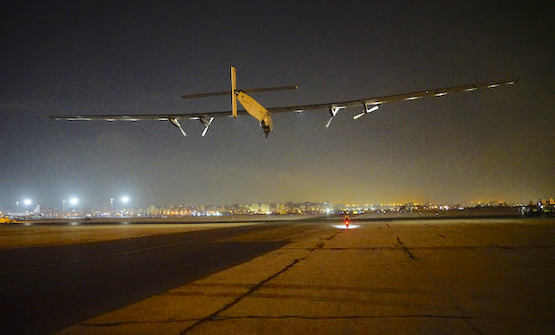 El Solar Impulse 2, ayer al despegar de El Cairo