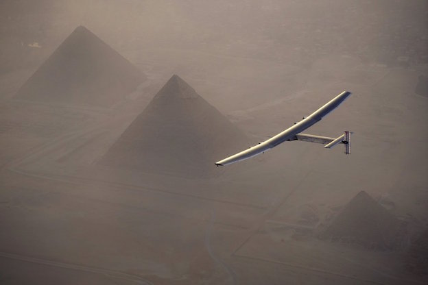 Antes de aterrizar sobrevoló las pirámides de Egipto