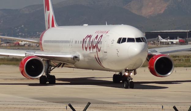 B767 de Air Canada Rouge, en el Aeropuerto de Barcelona / JFG