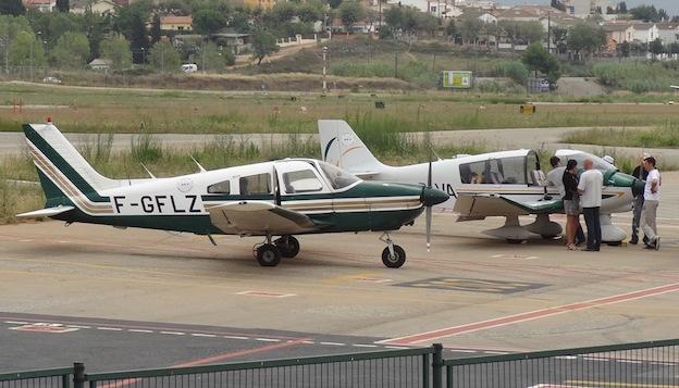 Dos aviones privados franceses, en el Aeropuerto de Sabadell en 2014 / AeroTendencias.com