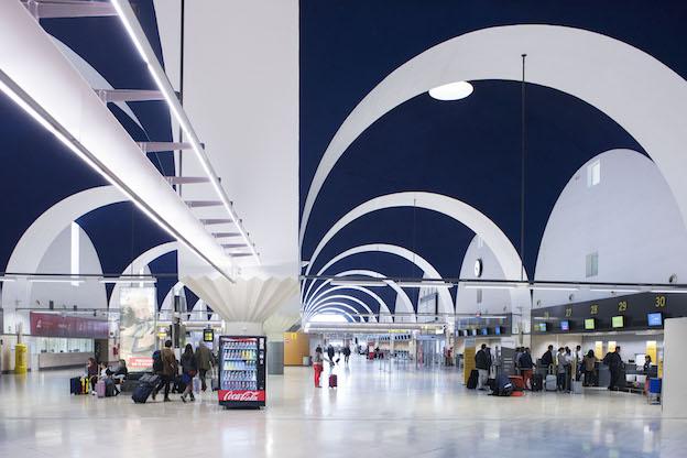 Terminal del Aeropuerto de Sevilla / Aena