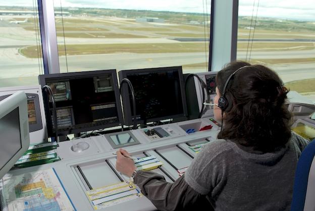 Una controladora aérea, en el aeropuerto de Madrid - Barajas / ENAIRE