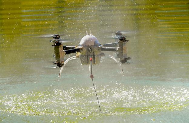 Exhibición del primer dron anfibio / Jaime Oriz
