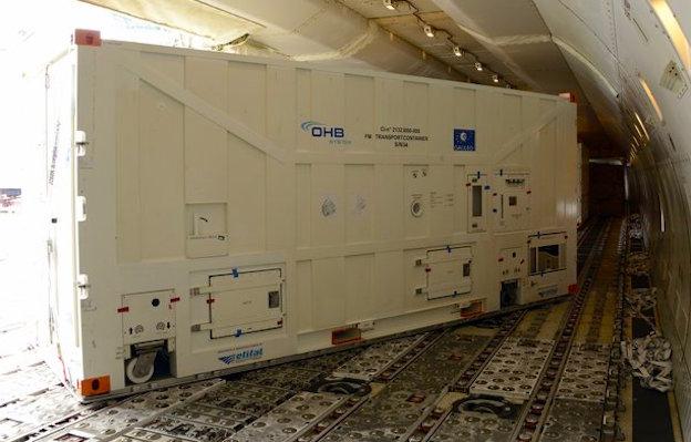 Un contenedor, en el interior del avión / ESA