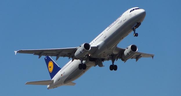 Un avión de Lufthansa despega del Aeropuerto de Barcelona / AeroTendencias