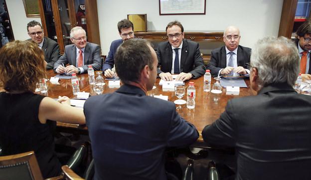 De frente, representantes de la Generalitat de Catalunya, durante la runión mantenida con miembros del gobierno de Andorra / Generalitat de Caalunya
