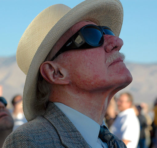 Bob Hoover, fotografiado en 2004 / Wikipedia