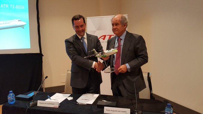 Patrickde Castelbajac y Álvaro del Castillo, durante la firma ayer del acuerdo en Madrid / ATR