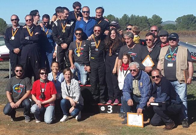 Foto de grupo de los pilotos y acompañantes
