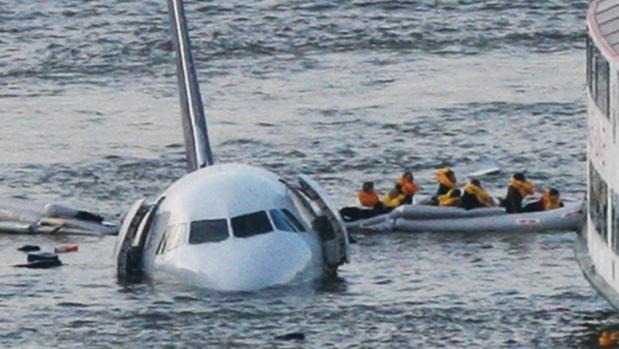 El A320 de US Airways, tras amerizar en el río Hudson en 2009 / Pinterest